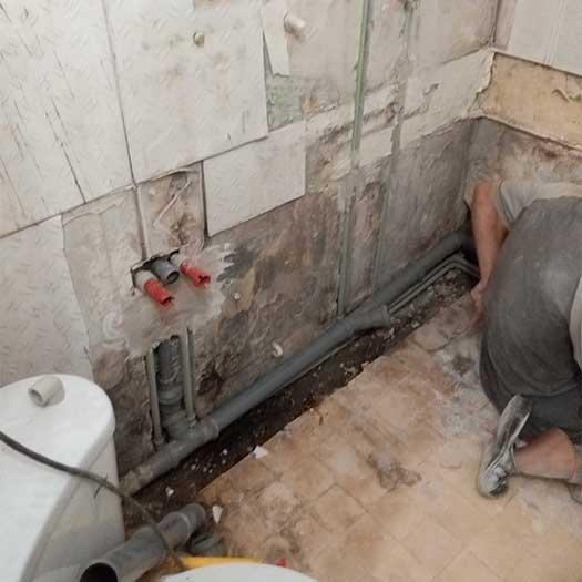 Обустройство ванной комнаты, разводка труб