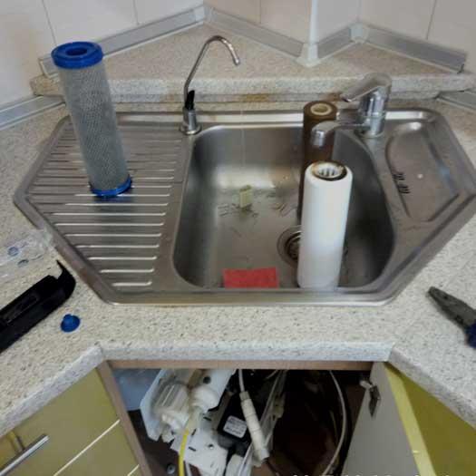 Обслуживание системы обратного осмоса для очистки воды