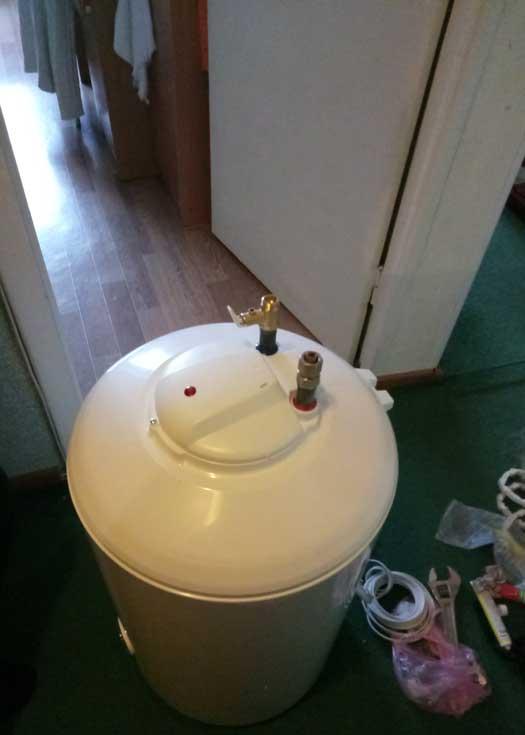 Установка бойлера с заменой труб подачи воды