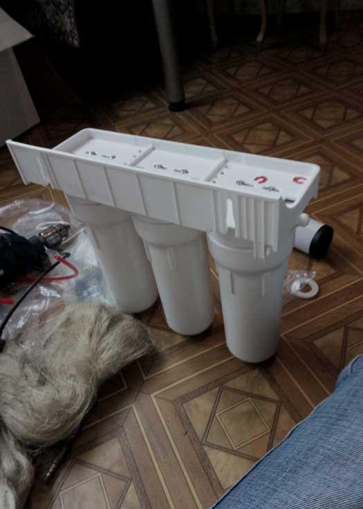 Установка бытового фильтра для воды (тройная система)