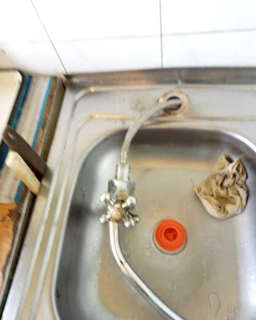 Замена гибких шланг подвода воды к смесителю