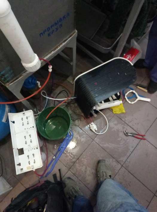Обслуживание системы очистки воды одной из школ