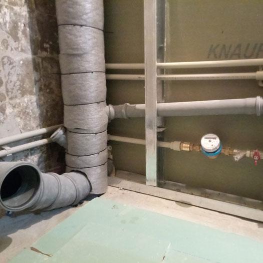 Разводка труб канализации и водоснабжения
