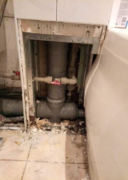 Замена пластикового тройника канализации
