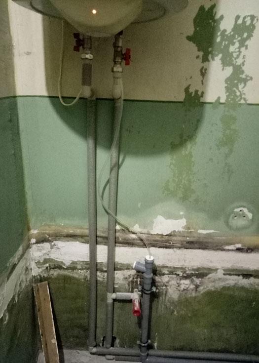 Замена труб отведения канализации и труб подачи воды